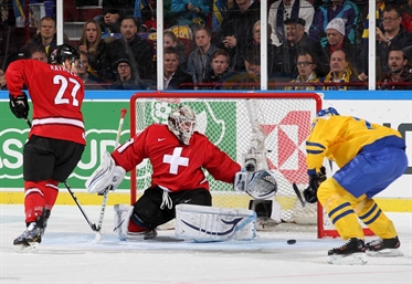 Sweden pulls out tight 5-3 win