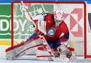 MALMO, SWEDEN - DECEMBER 29: Norway's Henrik Haukeland #25 attempts to make a glove save during preliminary round action against Sweden at the 2014 IIHF World Junior Championship. (Photo by Andre Ringuette/HHOF-IIHF Images)